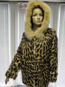 куртка нутрія тигровка з капішішоном обшитим песцем