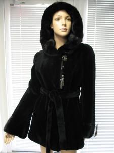 куртка стрижка на рукав манжет та капішон не стрижка