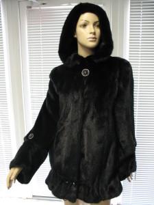 куртка чорна стяжки на рукав та в низу