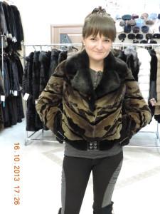 курточка коричнева стрижка комбінована