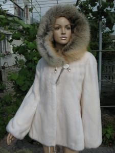 курточка норкова біла з лисичкою