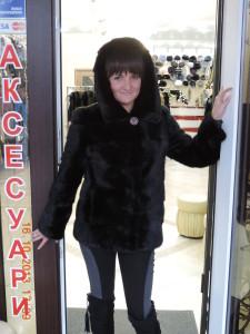 норкова чорна курточка з кап